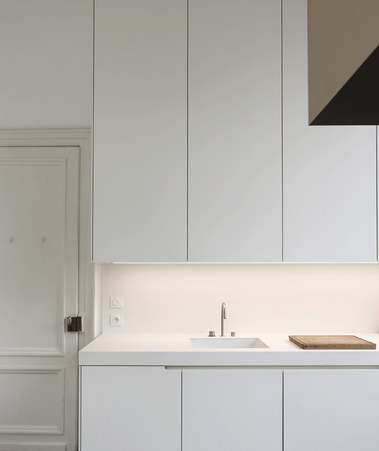 Create A Stylish Minimalistic Look Using The Sleek Vola 590h One Handle Mixer Vola Kitchend In 2020 Scandinavian Kitchen Design Scandinavian Kitchen Chrome Kitchen