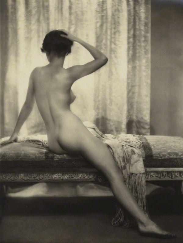 ¤ «Le Matin» ( femme non identifiée), par Dorothy Wilding, 1920