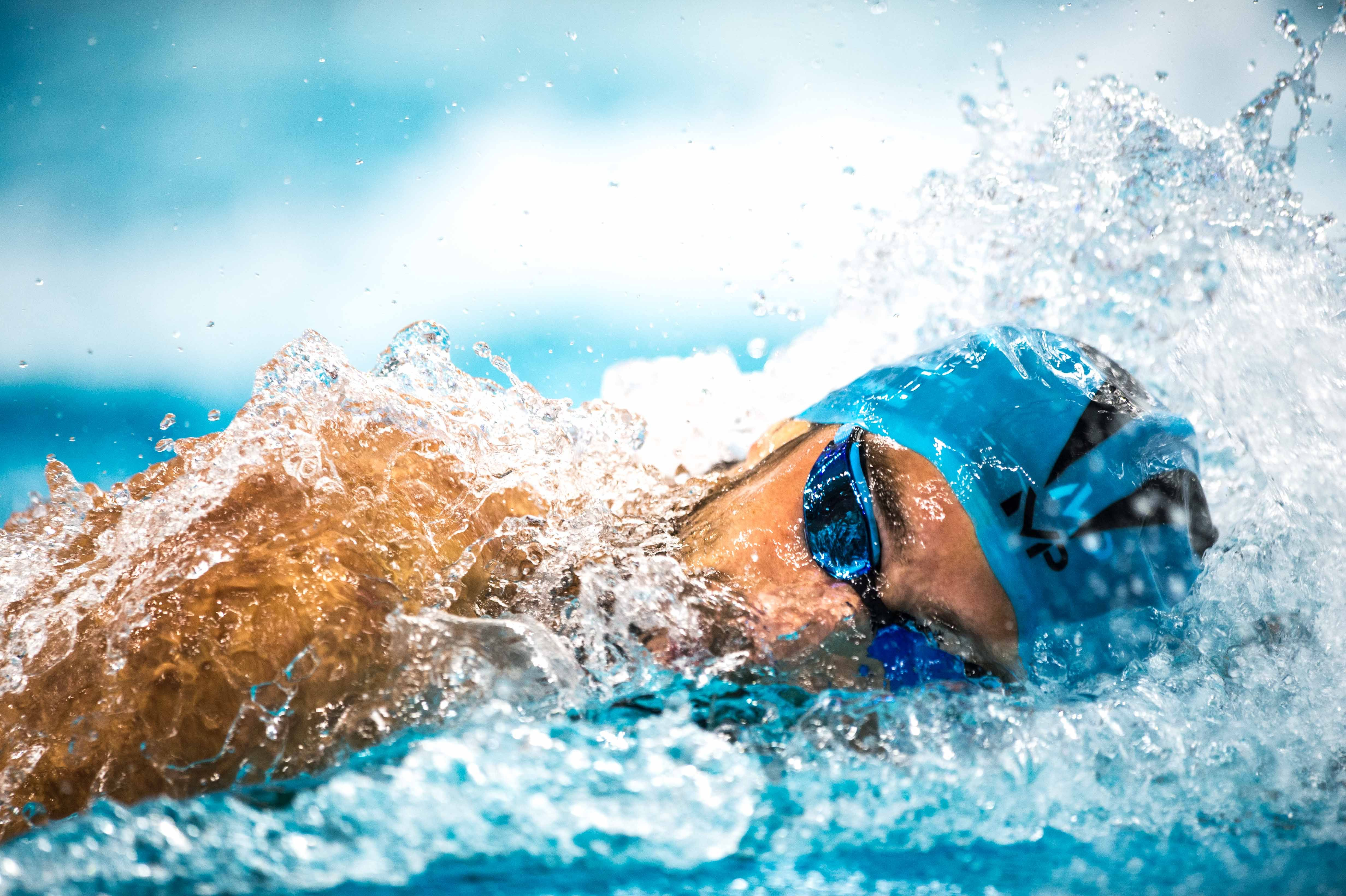 Race Video Michael Phelps Goes 1 34 04 In Exhibition 200 Yard Free Michael Phelps Freestyle Swimming Swimming
