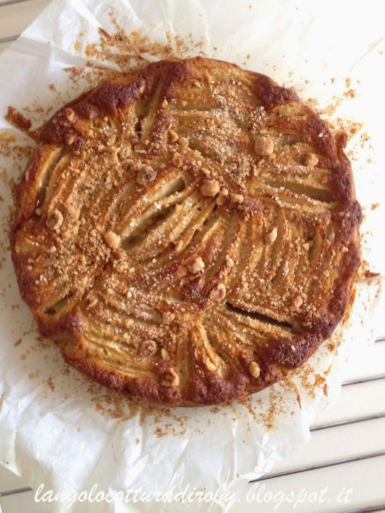 An apple, hazelnut and oat cake | L'angolo cottura di Roby