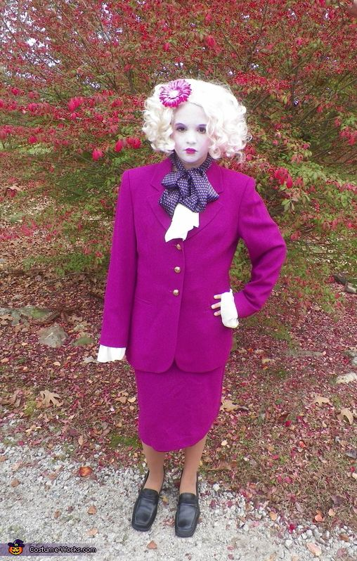 effie trinket from the hunger games halloween costume contest via costumeworks