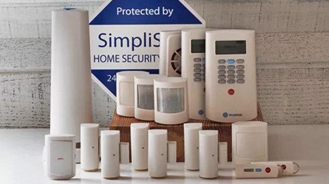 Simplisafe S Outstanding Diy Security System Finally Looks The Part Cnet Securitycameras Homesecuritysys Diy Security System Home Security Diy Home Security