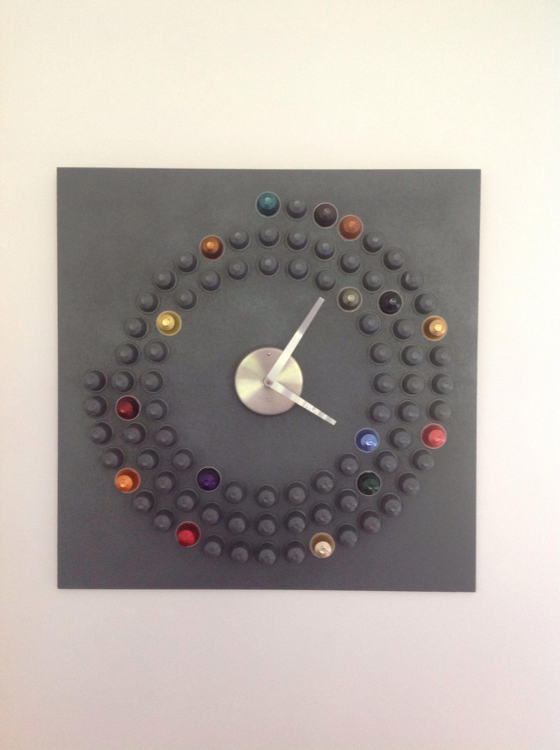 Horloge home made avec des capsules nespresso capsules nespresso pinterest capsules - Decoration avec capsule nespresso ...
