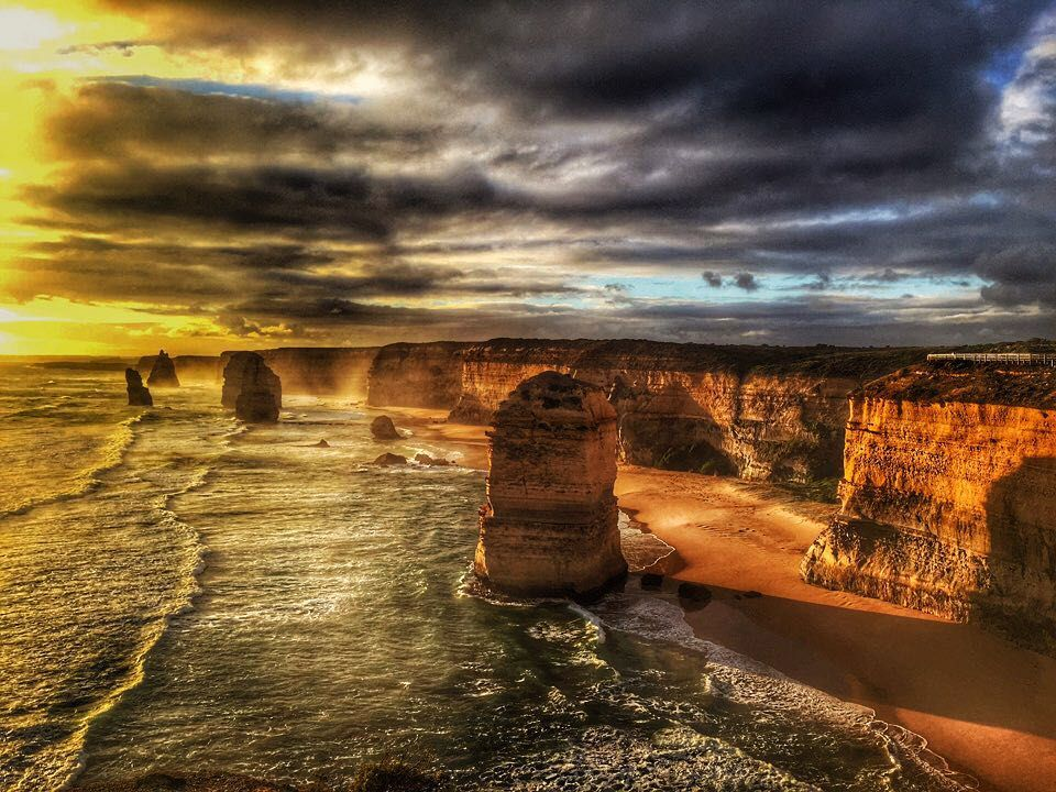 사진 너무 멋지다  #greatoceanroad #Aus #australia #melbourne #12apostles #travel #trip #photography #travelstagram #iphone6 by e.unj.in http://ift.tt/1ijk11S