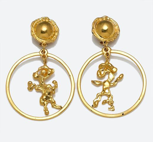 Jean Mahie Carved 22K Gold Face Earrings SfYcIK