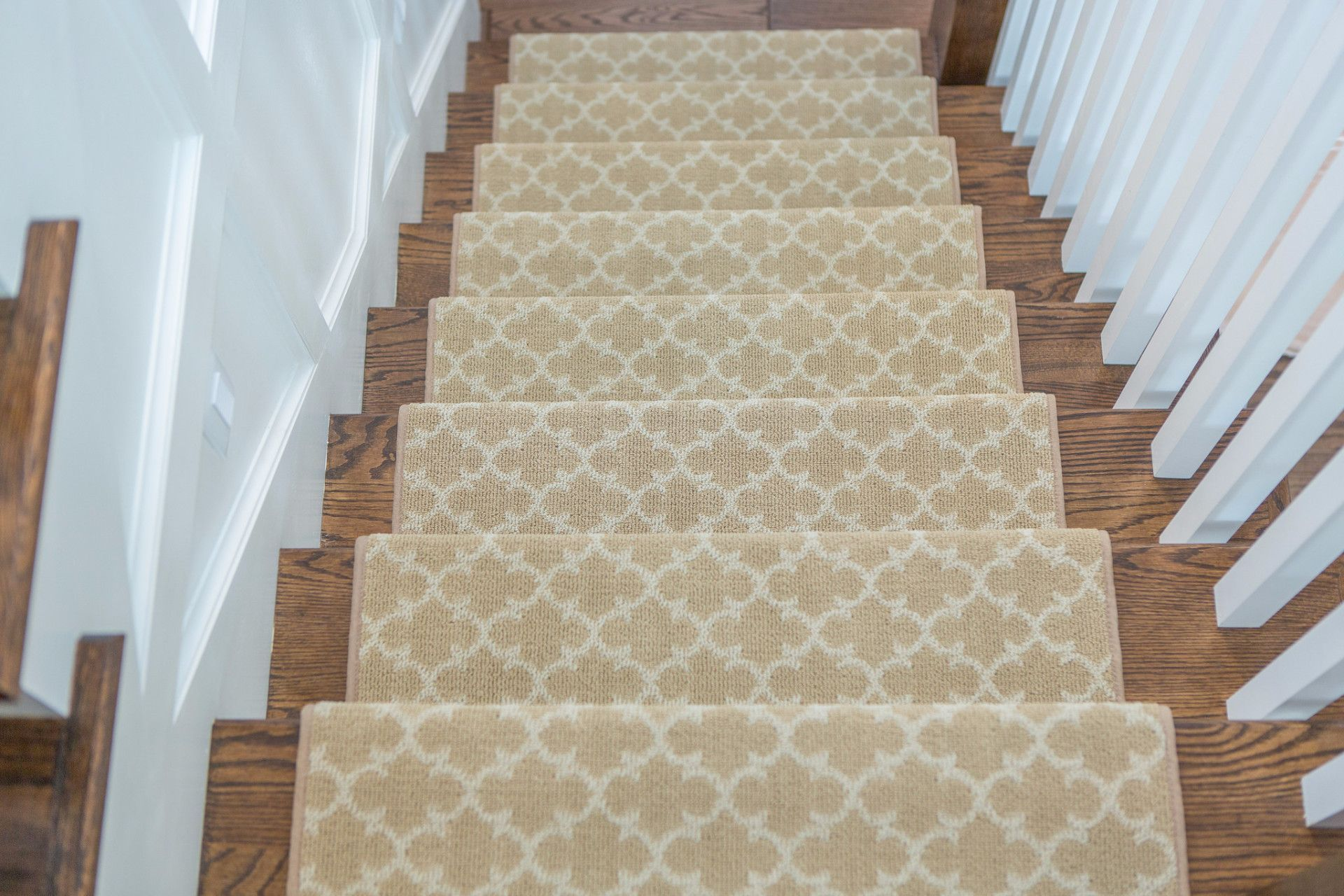 Best Dover Adhesive Bullnose Carpet Stair Tread Home Decor 400 x 300