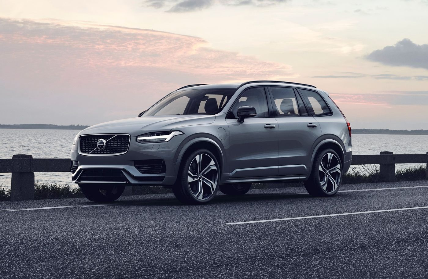 Awesome Review Volvo Xc90 T8 Hybrid R Design Pro And Images And View In 2020 Volvo Xc90 Volvo Suv Volvo Xc60