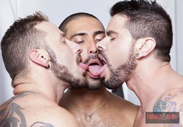 Men Kissing Kinds Of Kisses Gay Pride Male Form Mario Masculin