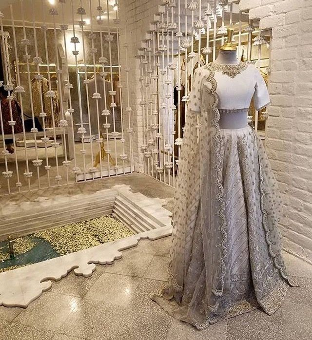 Pin By Aakriti Dhar On Pakistani Dresses Clothing Boutique Interior Bridal Boutique Interior Store Design Boutique