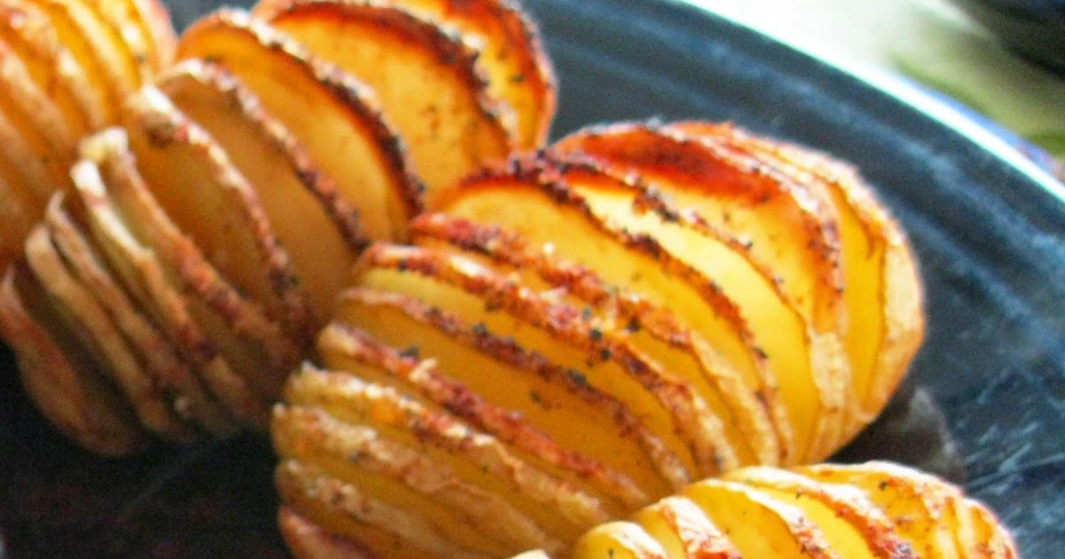 A fun way to prep those spuds!   2 small baking potatoes  2 teaspoons olive oil  salt and lemon pepper  dash of paprika   1. Preheat oven t...