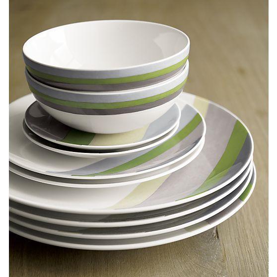 Finn Dinnerware I Crate and Barrel #setthetable #newlywednest