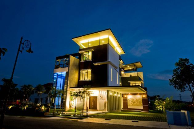 Three Story House In Malaysia With Stunning Views From The Roof Terrace Modern House Plans Unique House Design Unique Houses