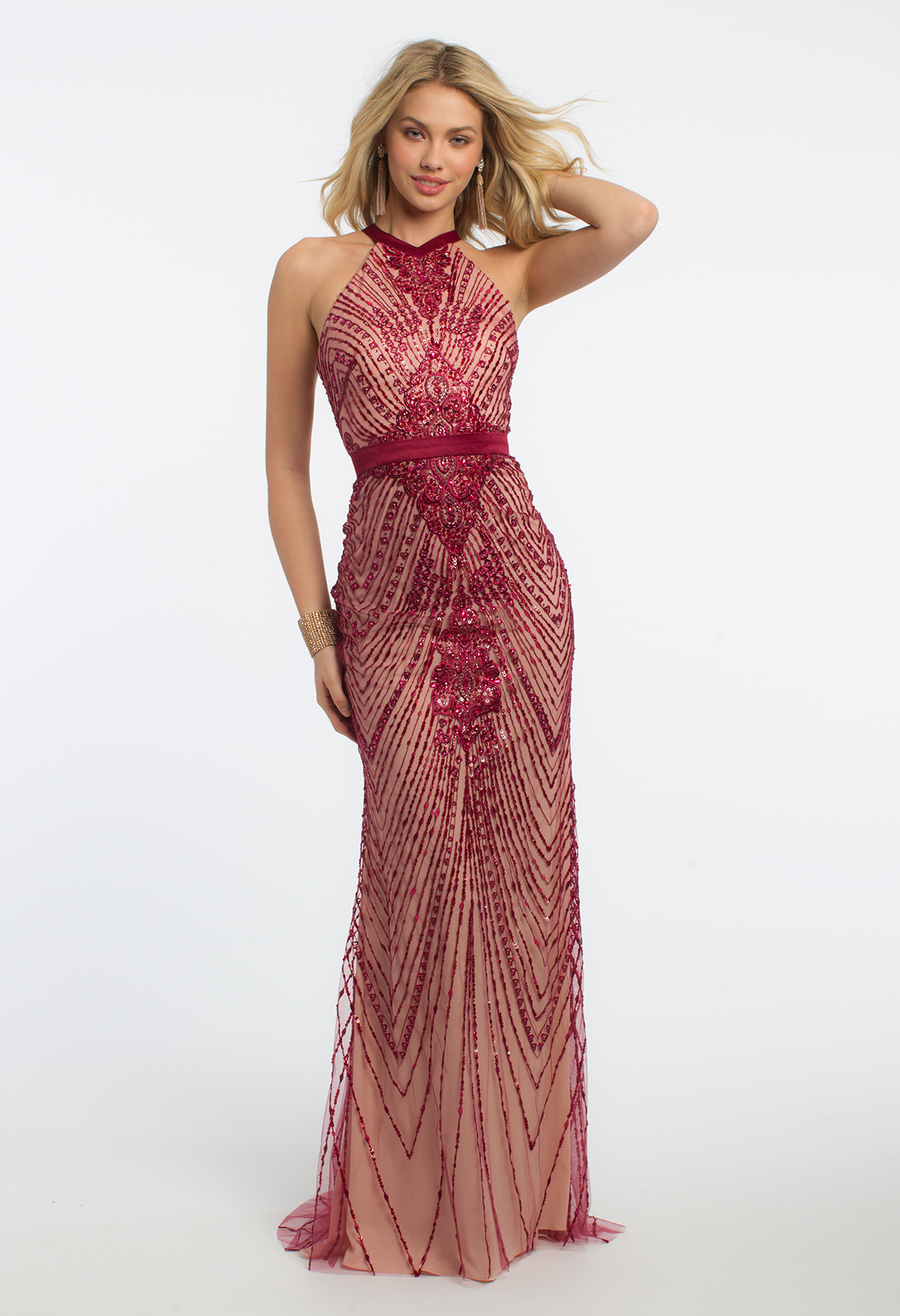Come In Hot Hot Hot For Prom With This Striking Evening Gown The Halter Neckline Fitted Bodice Modified Mermaid Skirt X Open Back And Vestidos Vestido Rosa [ 1732 x 1184 Pixel ]