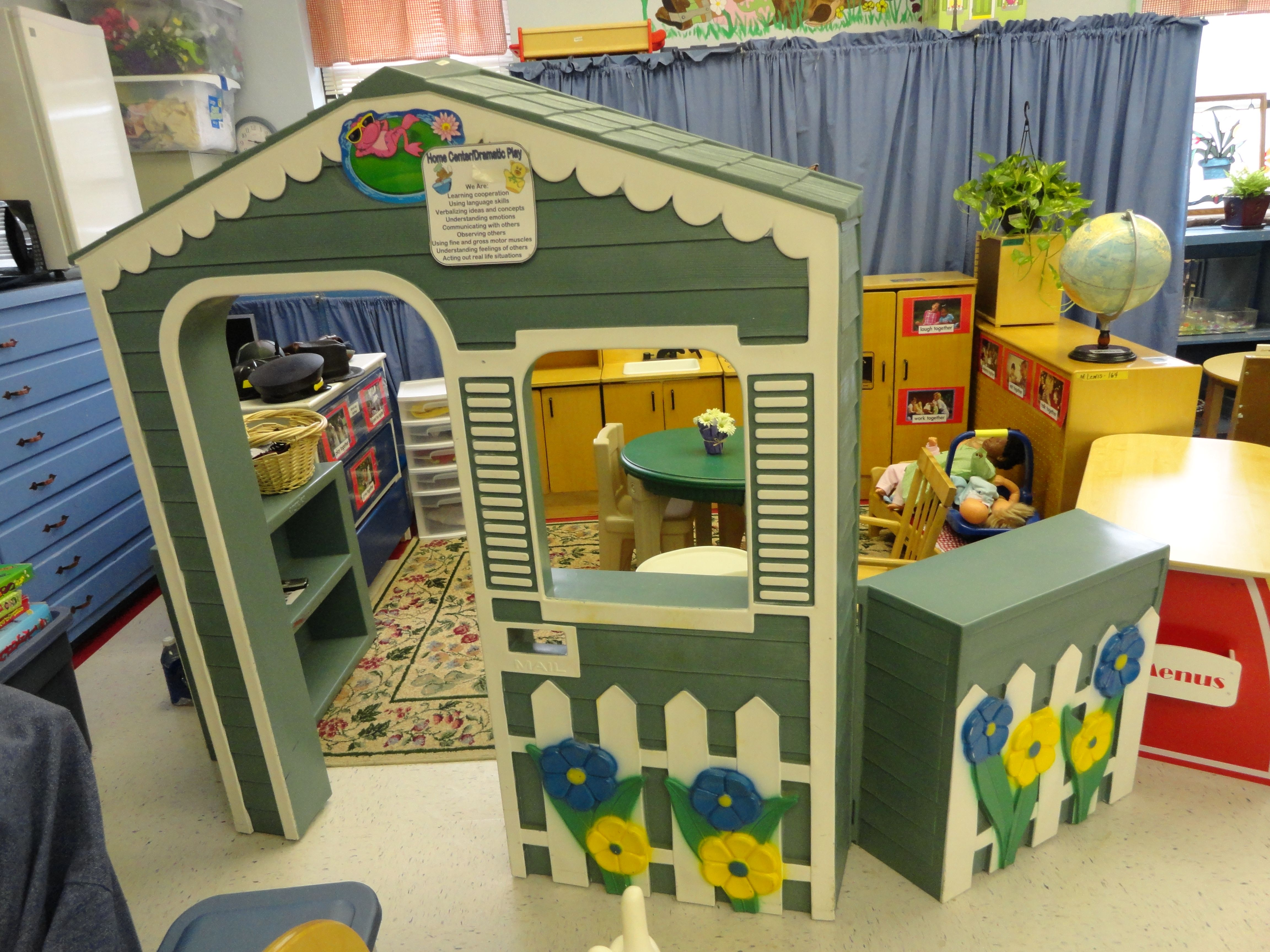 Front View Of Our Dramatic Play Center The House Wall Is From Angeles Dramatic Play Preschool Dramatic Play Play Centre