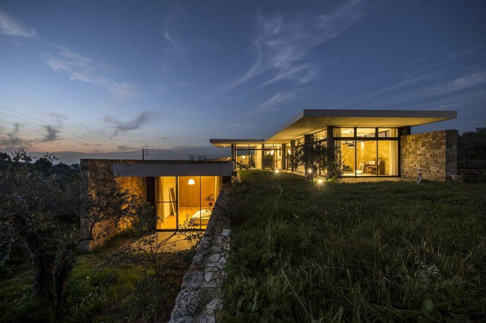Zgharta House / platau  Retaining wall and roof adjacency