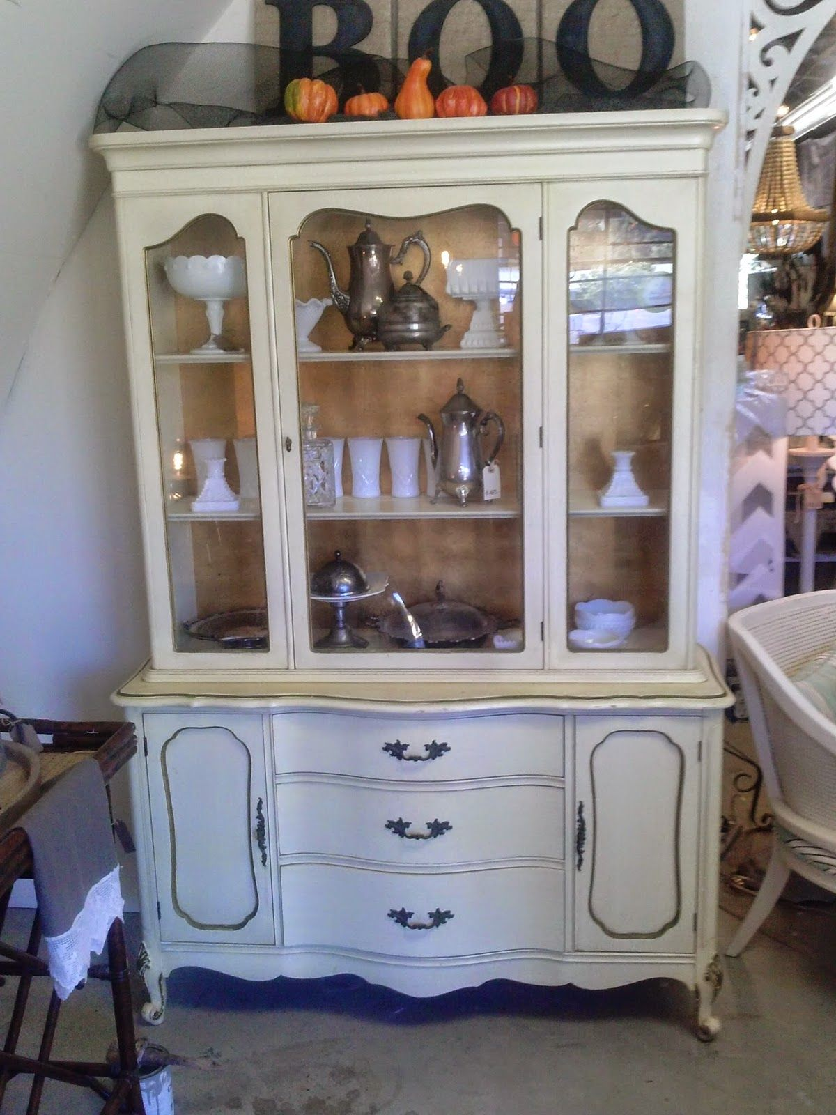 I recently came across this french provincial hutch at a yard sale