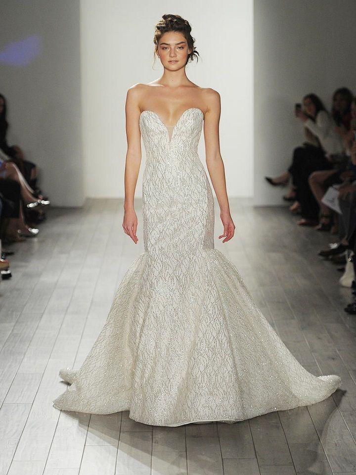 Strapless sweetheart wedding dress | itakeyou.co.uk #strapless #weddingdresses #weddingdress #lazaro #wedinggown