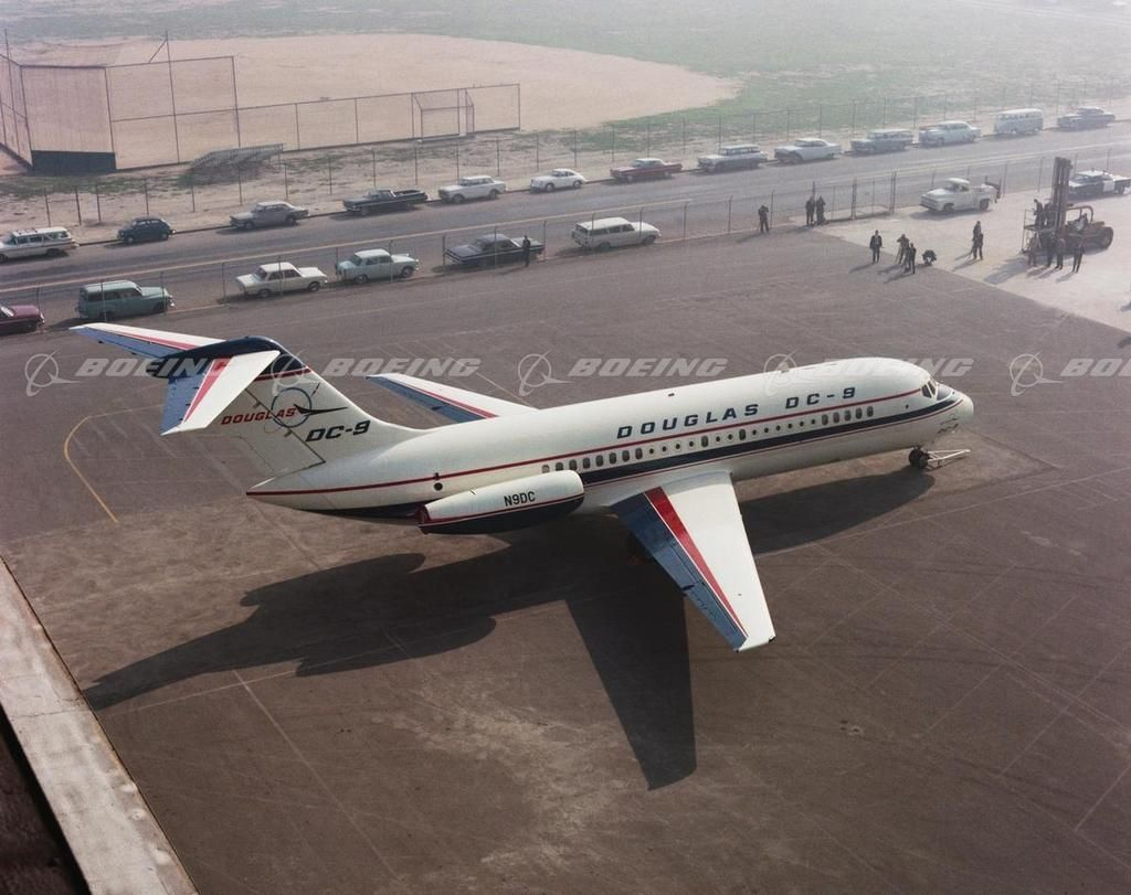 Dc 9 On Tarmac Vintage Airlines Aircraft Aviation