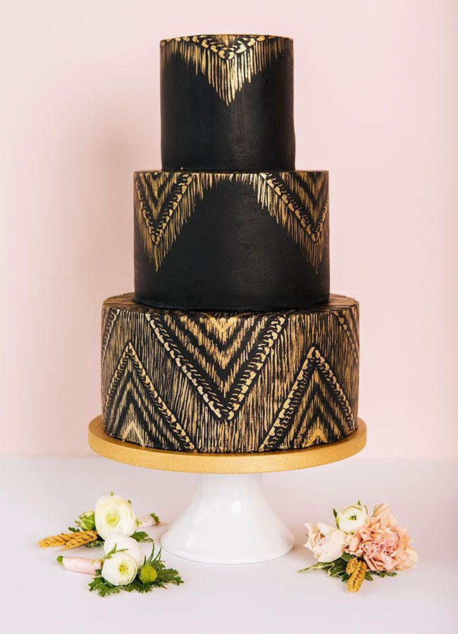 This black and gold wedding cake is a serious stunner! | Cake: Knead ...
