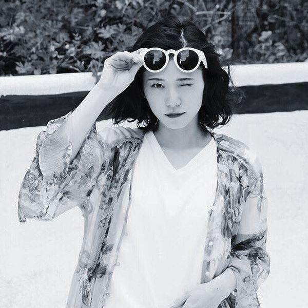サングラスの松岡茉優
