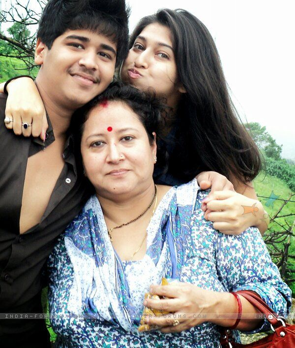 Family photo of the actress famous for Tum Dena Saath Mera & Devon Ke Dev...Mahadev.