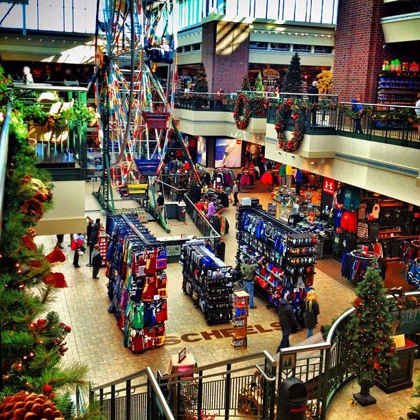 457c7827497 It s beginning to look a lot like the Christmas at the world s largest sporting  goods store!    pinned via Instagram  renotahoeusa  scheels  Reno