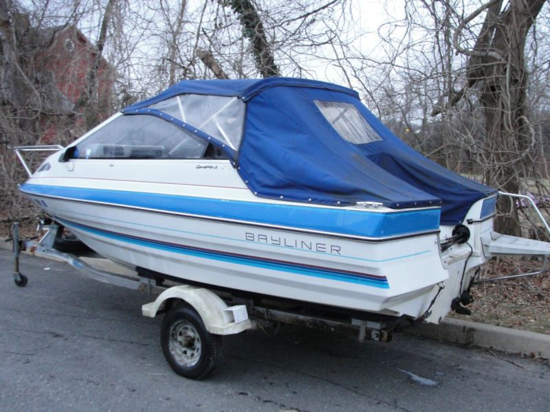 1988 Bayliner Capri 16 ft Cuddy cabin with trailer - needs outboard