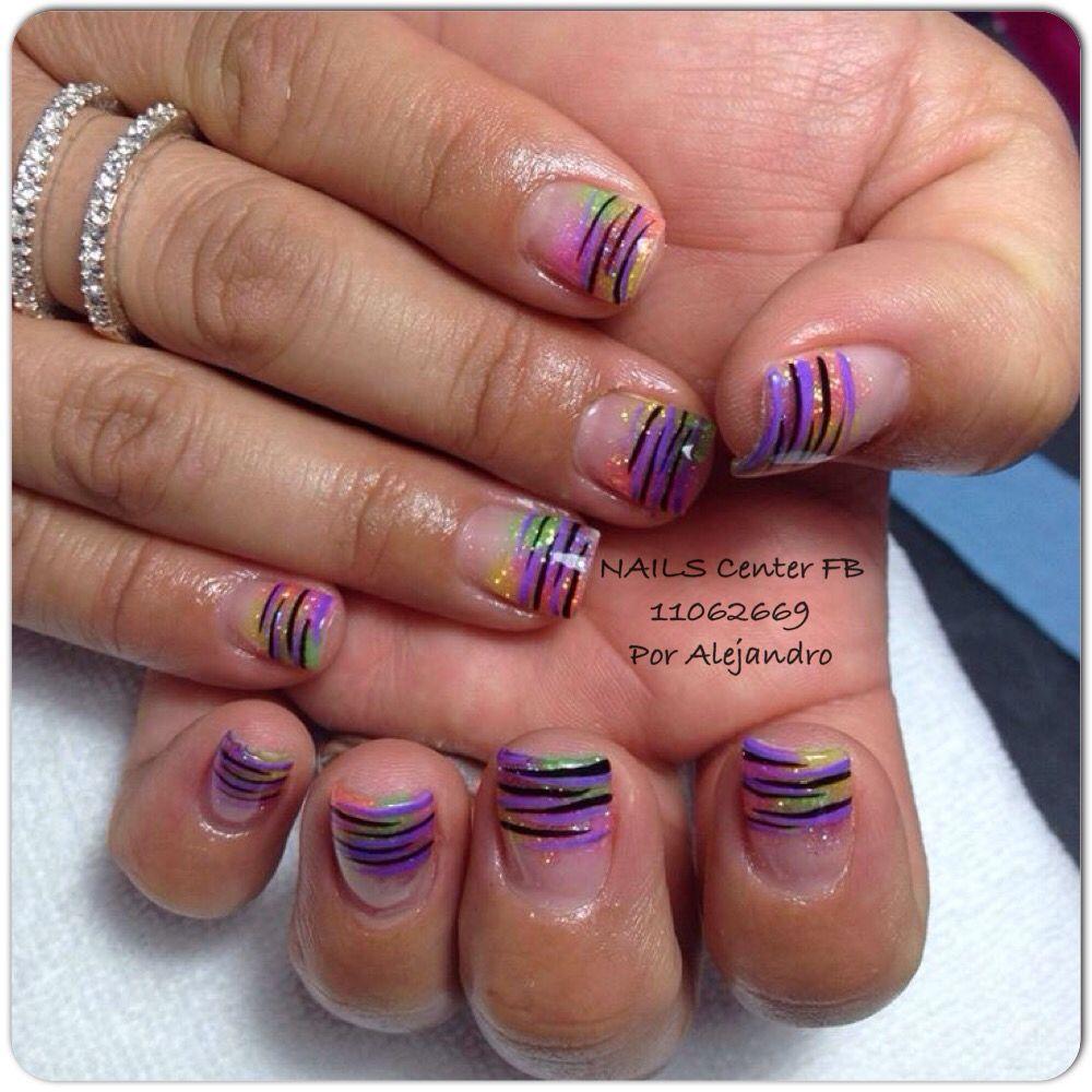 Uñas con Acrílico sobre uña natural y zebras con pintura ...