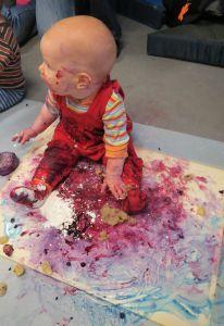 Vauvojen värikylpyjä järjestää Riihimäen taidemuseo.