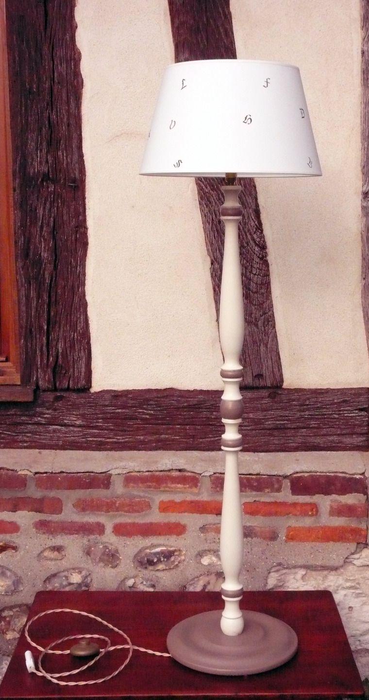 Lampadaire Lampe Haute Lampe Sur Pied Luminaire Liseuse Bois Peint Et Patine Abat Jour Lampes Hautes Lampe Bois Lampadaire