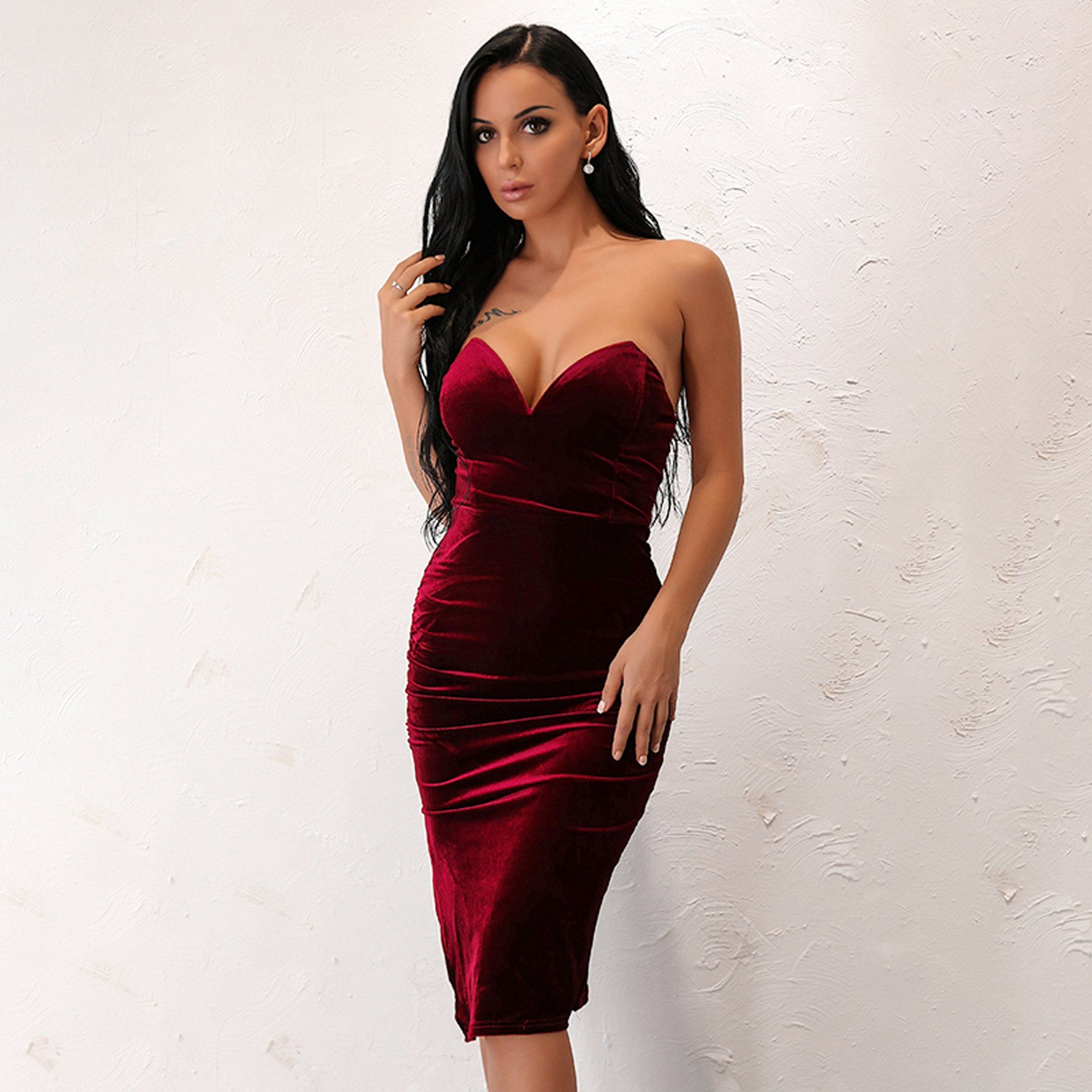 8bbf8b12a4 PRODUCT DETAILS - Midi dress - Fitted - Side slit - Strapless - Velvet