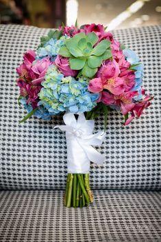 #casamentoscombr #casamentos #casamentosbrasil #wedding #bride #noivas #noiva #rústico #suculentas #buquê #flores