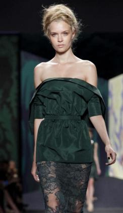 Vera Wang S/S 2013 RTW. Para más de moda y tendencias vidita el blog que además te asesora con tu imagen www.tuguiafashion.com