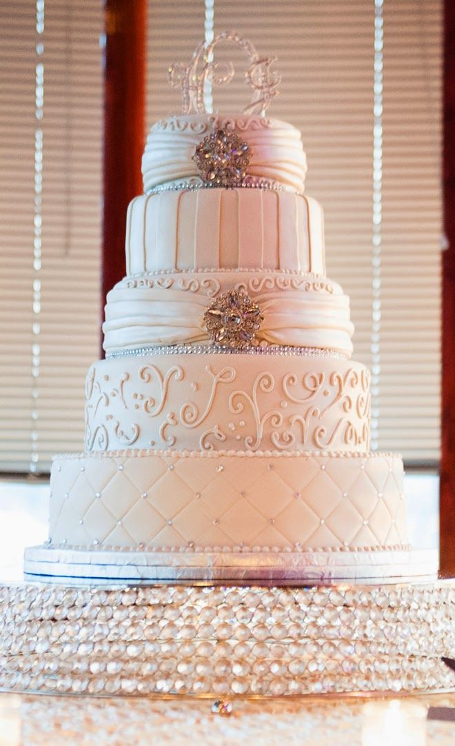Elegant White Wedding Cake Bellethemagazinecom Bizcochos - Wedding Cakes Arlington Tx