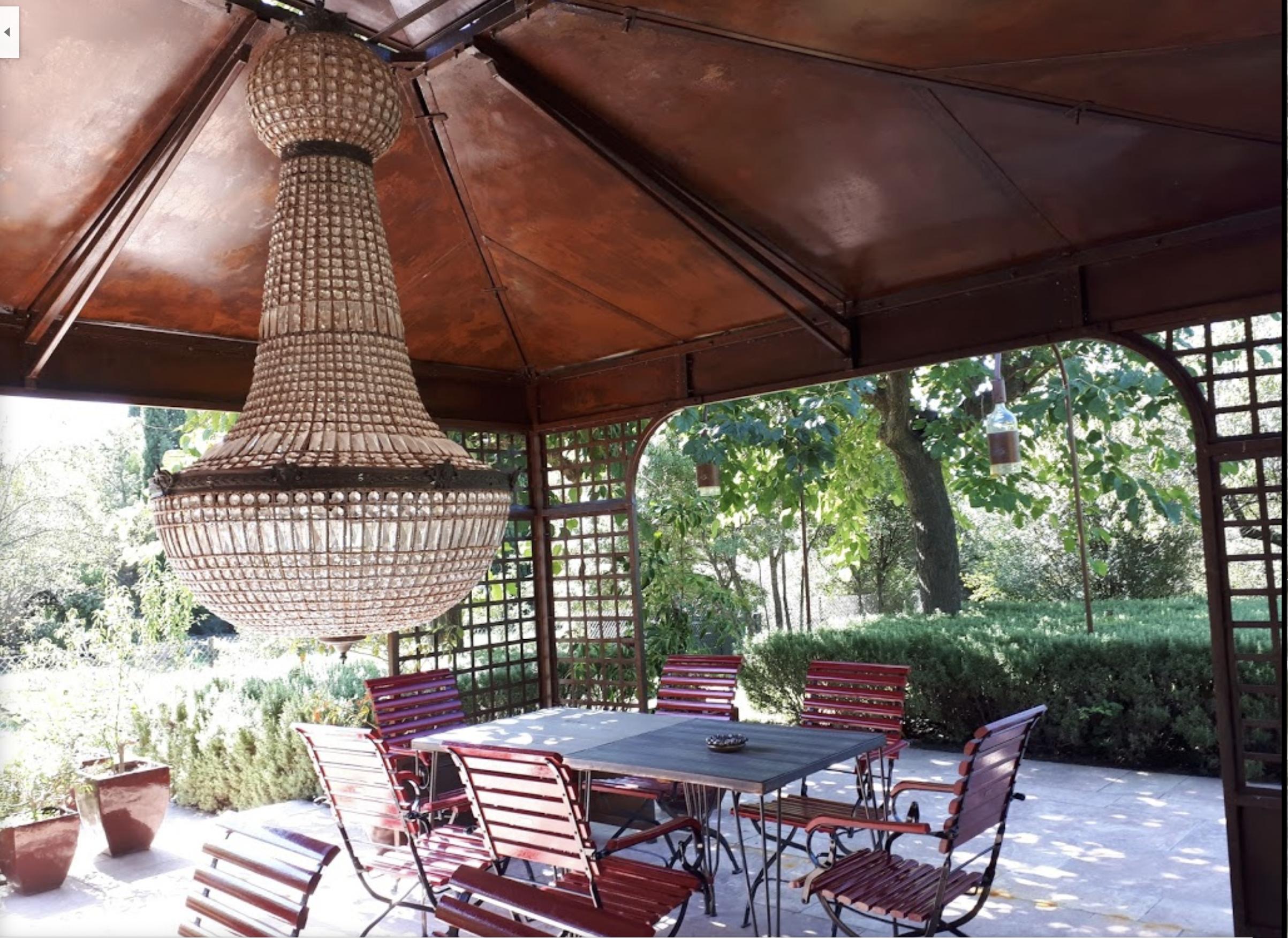Restaurant La Table, Assignan Outdoor decor, Outdoor