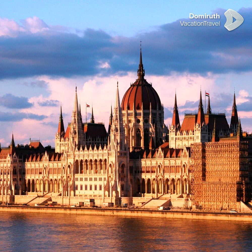 Budapest Y Sus Monumentos Resplandecientes Como Oro Liquido Reflejan Las Mas Encantadoras Noches Sin Duda Una Ciudad De Gran Riqueza City Break Budapest City