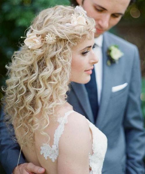 Wedding Hair With Flower Wedding Hair Style Girl Kim Kardashian Wedding Hair Flower In 2020 Curly Wedding Hair Curly Hair Styles Wedding Hairstyles Updo