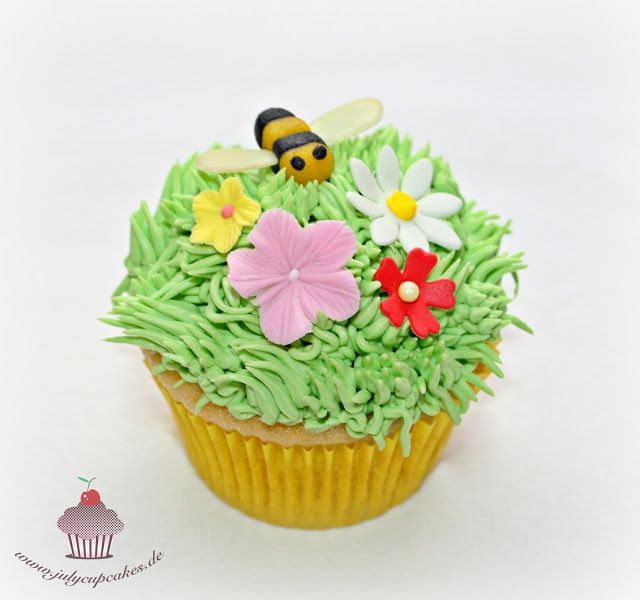 Cupcake Turtorial - Backkreation mit Wilton Multi-Tülle Nr. 233 I www.sweetundstyle.blogspot.de