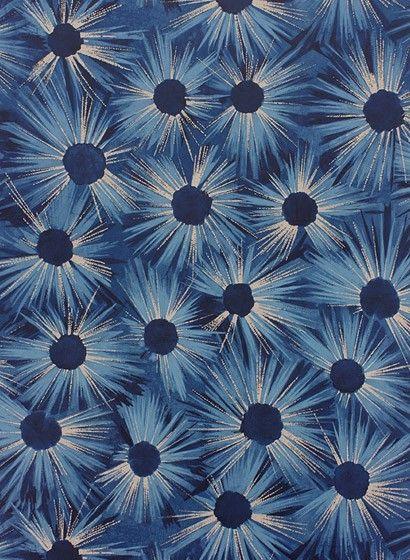magische blaue blumen tapete estella von osborne little midnight blue gilver schlafzimmer. Black Bedroom Furniture Sets. Home Design Ideas