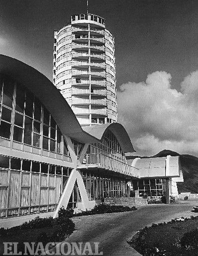 Vista de la bóvedas de los espacios públicos y de la torre cilindrica del Hotel Humboldt. Década de los 50 (CORTESÍA / ARCHIVO EL NACIONAL)