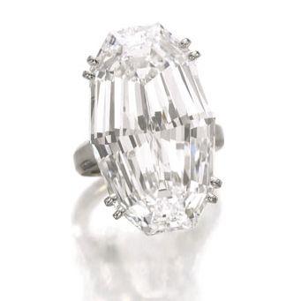 df1981c7b9d Leilão de Joias Reais e Diamantes Bate Recorde na Sotheby s ...