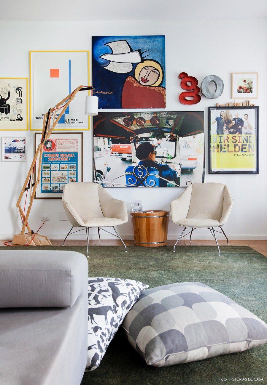 12-decoracao-parede-quadros-tapete-verde-poltronas