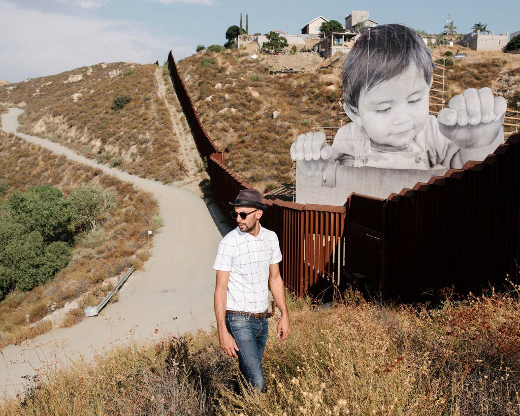 JR's Latest A Child Caught Between the U.S.Mexico Border