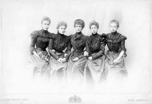 Archduchess Maria Theresia of Austria-Hungary (center) with her daughter Archduchess Maria Annunciata (on the far left), her niece Duchess Marie Gabrielle in Bavaria (left), Duchess Elisabeth in Bavaria (on the right, later Queen of Belgium) and daughter Archduchess Elisabeth (later Princess of Liechtenstein).
