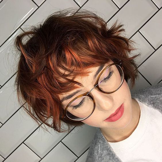 10 Messy Short Hairstyles for 2021 - Carefree & Ca