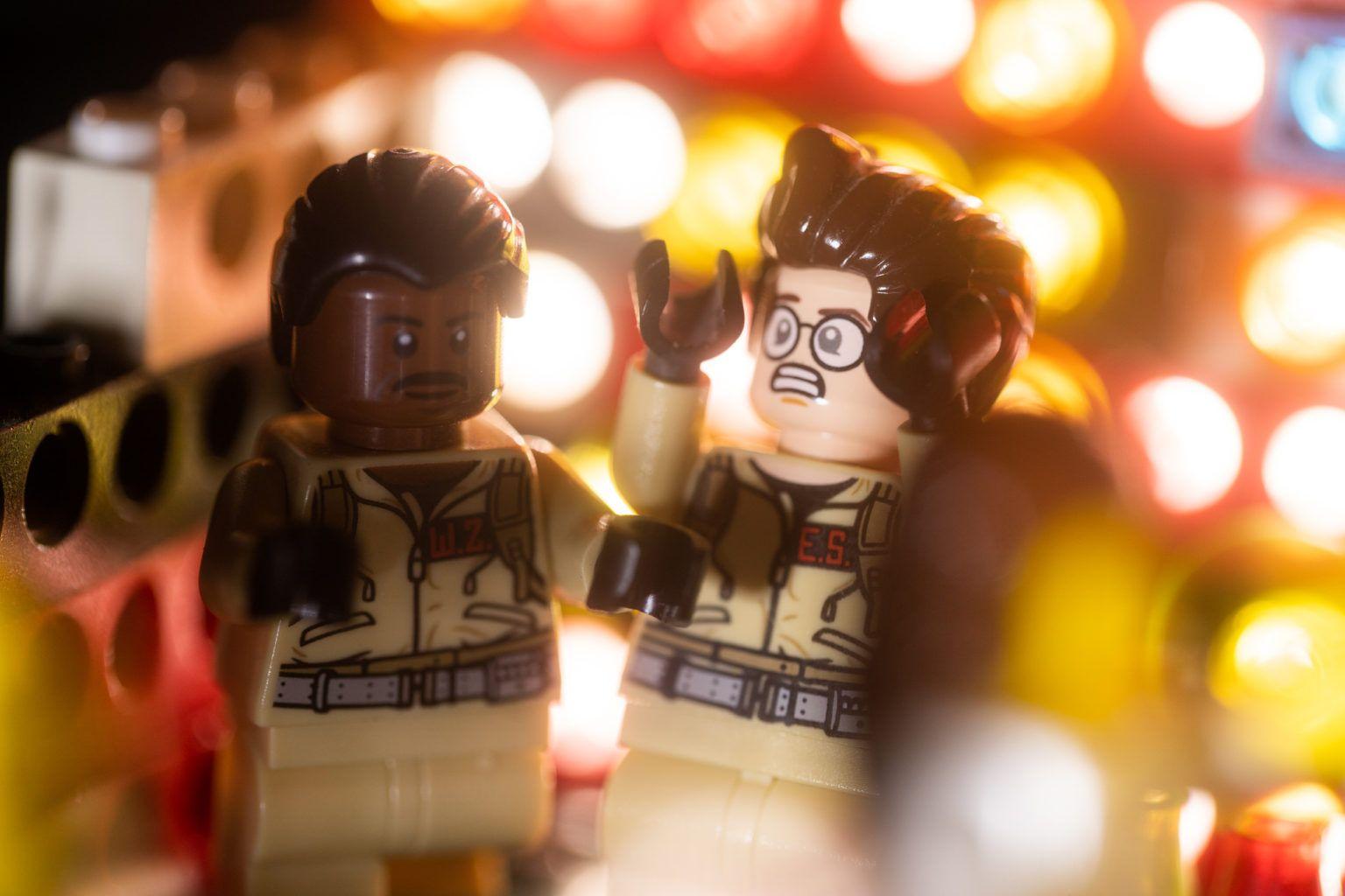 Chris Wallace i sesja ślubna pary klocków Lego in 2020