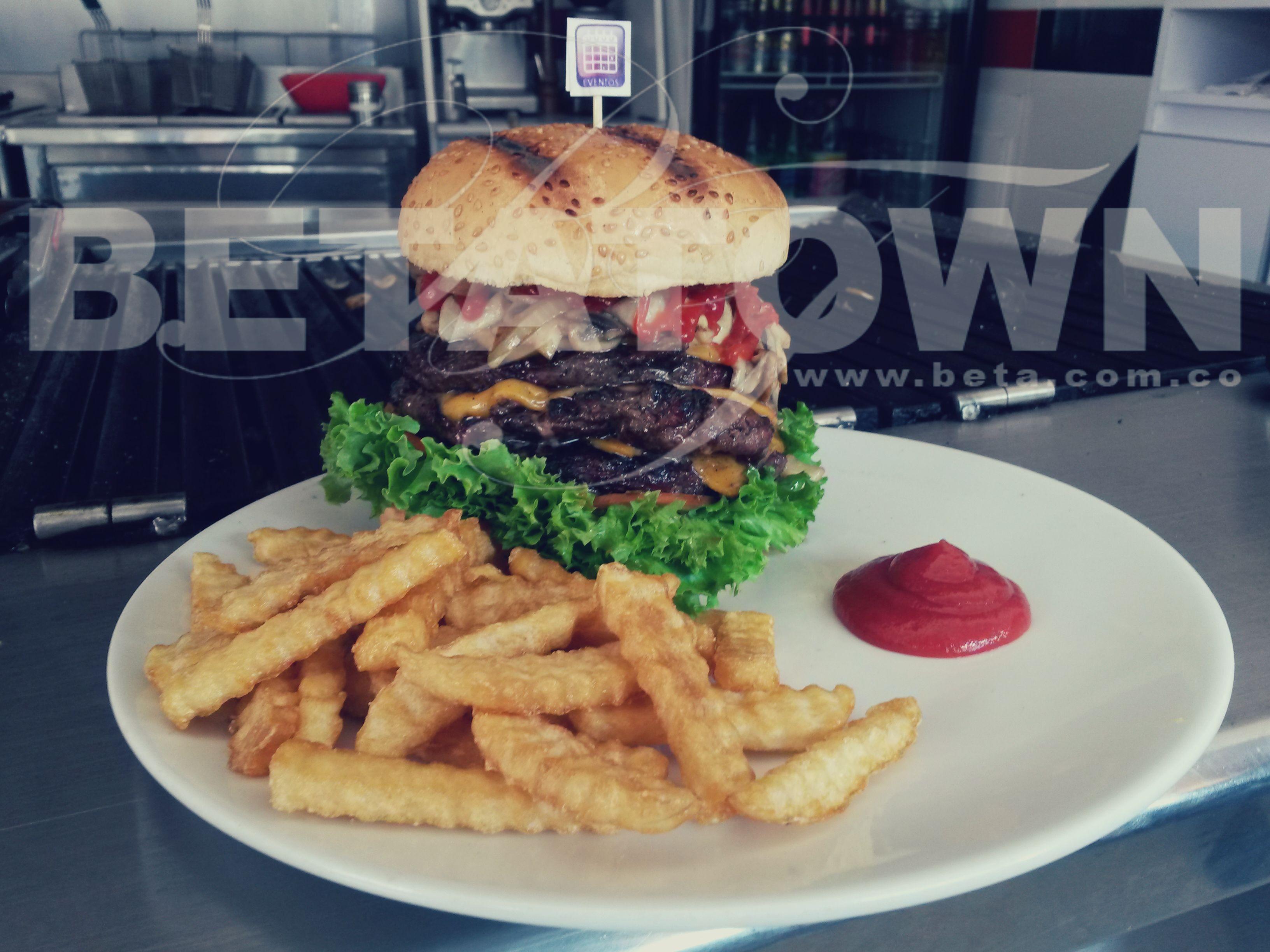 Disfruta de una deliciosa hamburguesa.. Con Betatown