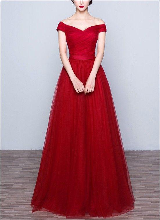 Rotes Abendkleid aus Tüll mit Ärmelchen