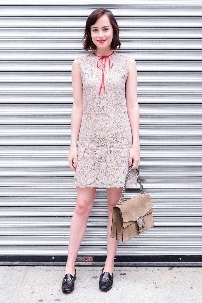 7de9ca744abb6 Dakota Johnson - Women´s Fashion Style Inspiration - Moda Feminina Estilo  Inspiração - Look - Outfit