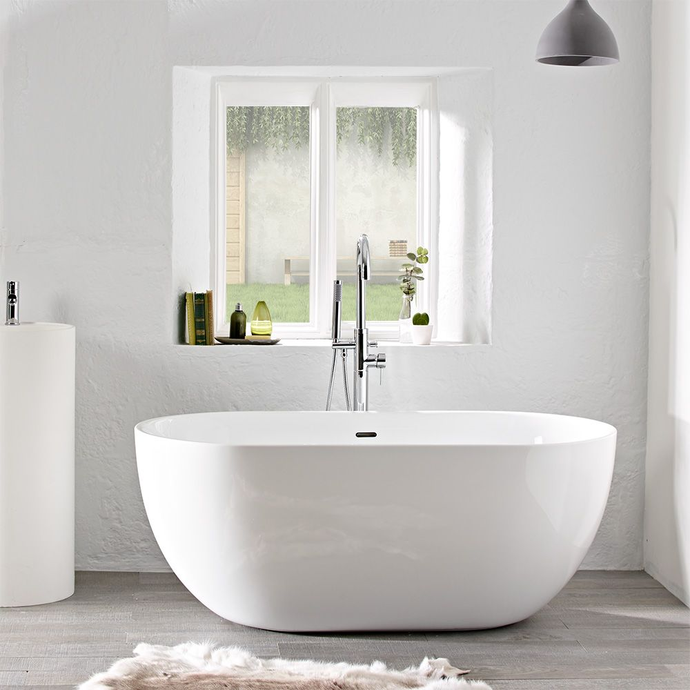 A freestanding bath in a small but perfect 1500mm size. For the ...